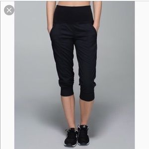 Lululemon in flux crop NWOT blk sz 8